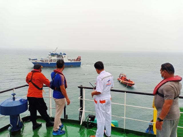 Kapal Penumpang KMP. Gambolo Berhasil Dievakuasi Mandiri