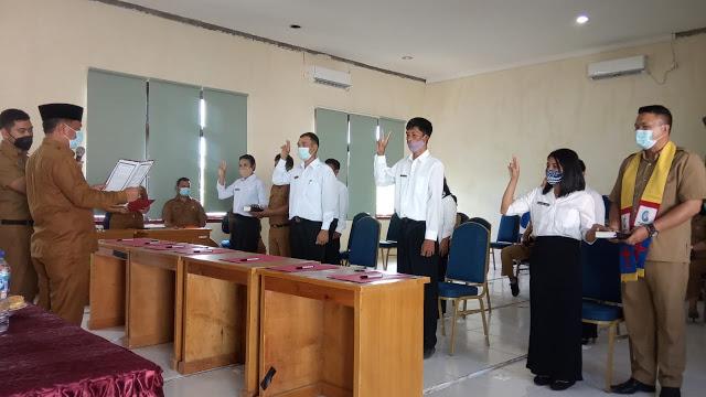 Sekda Mentawai Lantik dan Serahkan SK Pegawai P3K Tenaga Pendidik