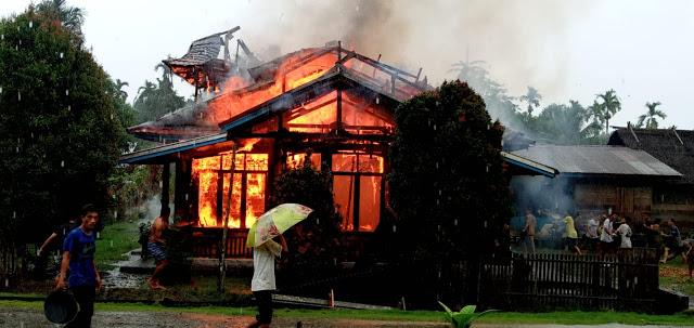 Satu Unit Rumah Warga Desa Sotboyak Ludes Dilalap Sijago merah